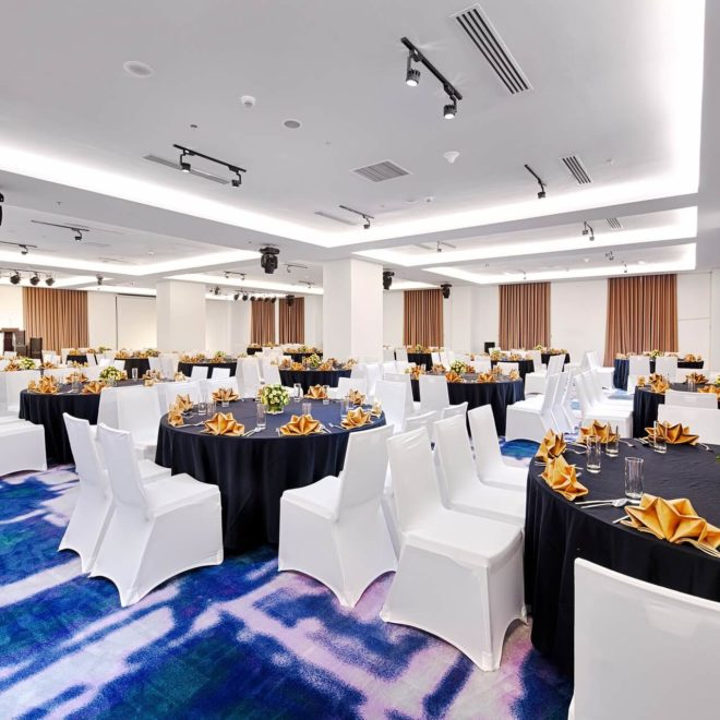 Danang Golden Bay Ballroom Round Tables 01