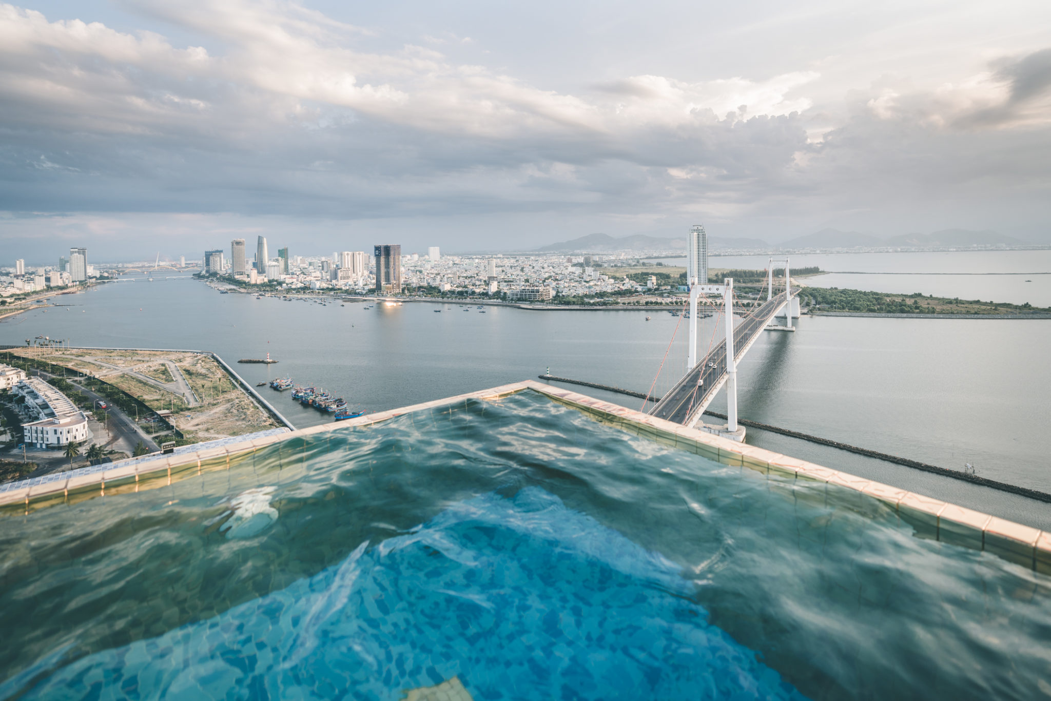 A place where you should be right now: The highest and largest 24K gold infinity swimming pool